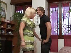 Cheating Italian Housewife with her young Lover video